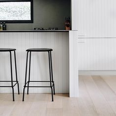 I like you a 'Latte'. Our 'Latte' timber floors, with white timber panelling in the kitchen and sharp black furniture accents. Just dreamy… – Renovation Black Furniture, Accent Furniture, Bathroom Furniture, Furniture Decor, Timber Panelling, Timber Flooring, Kitchen Flooring, Kitchen Interior, Kitchen Design