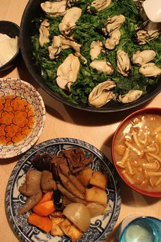 dinner on Tue. 17 Feb. 2015: braised oysters with Syujngiku & Japanese leek, Nikujaga with beef, potatoes, carrot, burdock, onion, shiitaké, Kon'nyaku, Aburaagé, pickled Chinese cabbage & Daikon, miso soup with Naméko mushroom, sake then green tea