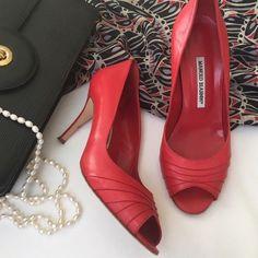 Manolo Blahnik pumps size 39 8.5 lipstick red peep toe heels designer shoes #ManoloBlahnik #PumpsClassics