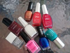 ¿Cuantos esmaltes tenéis?   http://pinksunglassesblog.blogspot.com.es/2014/08/esenciales-en-tu-set-de-manicura.html
