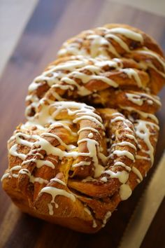 4 Points About Vintage And Standard Elizabethan Cooking Recipes! This Pumpkin Cinnamon Roll Loaf Is A Fantastic Fall Breakfast Treat. Light And Fluffy Brioche Bread Combines With Sticky Cinnamon, Plump Cranberries And Buttery Pecans, All Wrapped Up With A Easy Brunch Recipes, Fall Dessert Recipes, Easy Bread Recipes, Sweet Recipes, Thanksgiving Recipes, Fall Recipes, Breakfast Recipes, Desserts, Christmas Morning Breakfast