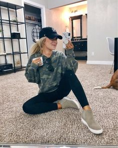 Our top athleisure outfit picks from 2019 Athleisure Outfits Athleisure Outfit Picks top Winter Outfits For Teen Girls, Cute Fall Outfits, Casual Winter Outfits, Spring Outfits, College Winter Outfits, Stylish Mom Outfits, Casual Sporty Outfits, Winter Outfits 2019, Autumn Outfits