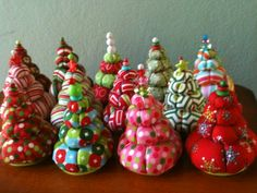 Christmas Tree Pin Cushions #yoyos #sewing