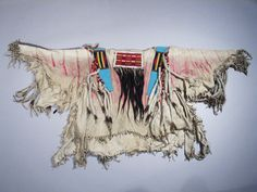Plains Indian History and Culture Native American Shirts, American Crow, Native American Artifacts, American Indians, American War, Historical Pictures, Milwaukee, Beadwork, Beading