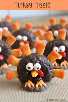 Thanksgiving dinner just wouldn't be the same without some cute Turkey Treat place settings! The kids will go wild for these mini donut, chocolate cookie, and candy corn treasures!