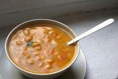 Sopa de alubias blancas con tomate y albahaca | El Comidista EL PAÍS