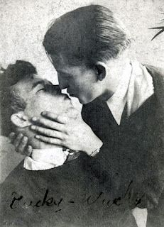 Community Post: 20 Sweet, Tiny Vintage Photos Of Gay Couples