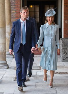 Pippa Middleton (pictured with husband James Matthews) appeared to take inspiration from a fellow royal wedding guest for Prince Louis' christening, wearing a pale blue midi dress by London-based designer Alessandra Rich Pippa Middleton Style, Looks Kate Middleton, Middleton Family, Carole Middleton, Beauty And Fashion, Fashion Looks, Royal Fashion, Eugenie Wedding, Pippa And James