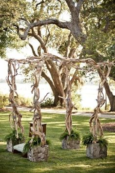 We all know Amazing Wedding design is really suitable for our Wedding. You can learn from our article (Outdoor Summer Wedding Arch With Awesome Greenery and Florist Design) and get some ideas for your Wedding design.