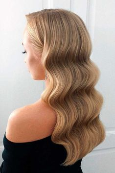 Retro Waves ★ Here are gorgeous prom and graduation hairstyles to make you look like a supermodel. And your graduation night will be such a memorable occasion. waves, 36 Amazing Graduation Hairstyles For Your Special Day Long Bob Hairstyles, Retro Hairstyles, Ponytail Hairstyles, Wedding Hairstyles, Hairstyle Ideas, Korean Hairstyles, Office Hairstyles, Anime Hairstyles, Stylish Hairstyles