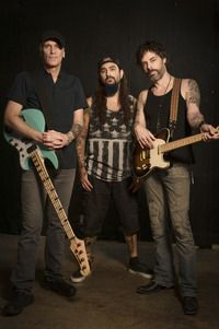 THE WINERY DOGS (Mike Portnoy, Billy Sheehan And Richie Kotzen) Releases Self-Titled Debut Album Today In North America