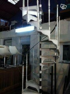 Escalier colima on tournant en fonte bricolage var - Escalier colimacon ancien ...