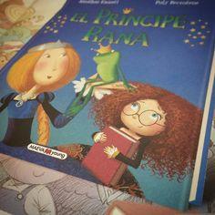 """Os acordáis de """"La princesa y la cerdita"""" que se llamaba Cochinela?  Pues en Octubre llega """"El príncipe y la rana"""". Un álbum ilustrado de los mismos autores para reírse con una rana muy astuta que asegura que con un beso se convertirá en príncipe y una princesa muy muy lista...  Si estáis interesados nos lo podéis reservar. PVP: 14.90€"""