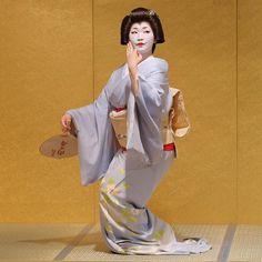geisha-kai: August 2016: geiko Naokazu of... - A blog about the maiko and geiko of Kamishichiken