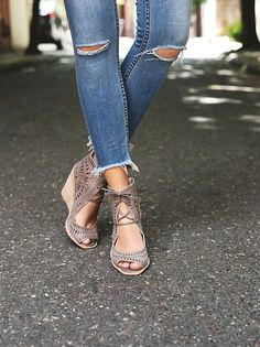 Love these wedges and these jeans