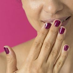 Maniküre selbst machen: So lackierst du deine Nägel selbst Sally Hansen, French Nails, Cosmopolitan, Velvet Cushions, Hair Makeup, Make Up, Diy, Beauty, Style