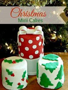 Christmas Mini Cakes   www.sayitwithcake.org   #minicakes #christmascakes
