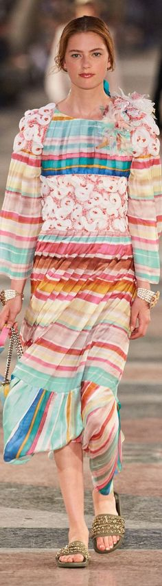 Chanel Crucero 2017 Fashion Show & More Details