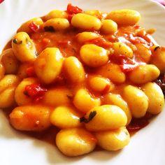 #Gnocchi con soffritto light, #pomodori, #curcuma, #sale e #pepe!!  Seguiteci su www.ricettelastminute.com   #ricetta #ricette #pranzo #martedi #maggio #pomodoro #recipe #recipes #italy #italia #sicily #sicilia #catania #pictureoftheday #photooftheday #me