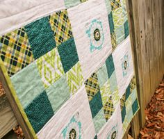 Quilt Story: Aqua and Daisy baby quilt for baby girl!  Fun green and aqua colorway.  Nine patch quilt.  Measurements given in the blog post. Quilt is in the shop! :)