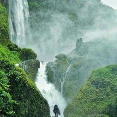 Curug Citambur , sebuah air terjun yang ketinggiannya kira-kira 100 meter di Desa Karang Jaya, Kec. Pasirkuda, Cianjur Selatan. Airnya sangat dingin dan tak ada yang berani bermandi di air jatuhannya. Dipastikan badan akan terasa sakit sekali bila tertimpa air jatuhan karena volumenya cukup besar, jauh lebih besar dan tinggi dari Curug Cimahi di daerah Cisarua, Kab. Bandung.  Photo by @binawagana  #explorevanjava #dolan2njo #mainsebentar #ayodolan #folkindonesia #jalan2man #instajalan2…