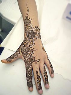 Pretty mendhi design # henna by husnaa kajee