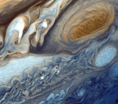 Close up of Jupiter's atmosphere - the article attached to this is in Spanish - but it's still a beautiful photo