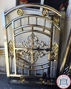 Door Gate Design, House Gate Design, Main Door Design, Stainless Steel Stair Railing, Stainless Steel Gate, Stairs Handle, Steel Railing Design, Steel Stairs, Wrought Iron Gates