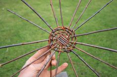 Weaving a wicker basket - how to