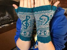 Music themed fingerless mitts free knitting pattern
