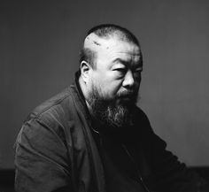 Ai Weiwei Porträt, 2009 – Spätfolgen von Misshandlungen der chinesischen Polizei zwangen Ai Weiwei im September 2009, sich wegen einer Gehirnblutung operieren zu lassen; Foto: Gao Yuan; s. auch http://blog.aiweiwei.com