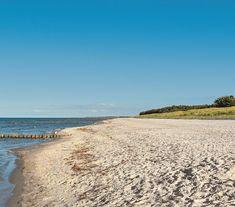 Der Ferienpark-Californien liegt an der deutschen Ostseeküste Camping In Deutschland, Beach, Water, Outdoor, Vacation Places, National Forest, Travel Trailers, Gripe Water, Outdoors