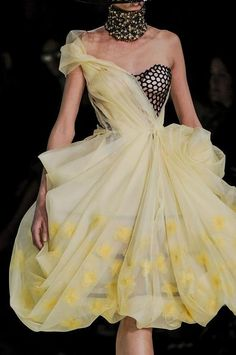Alexander McQueen S/S 2013, Paris Fashion Week. I alway love these dresses, and then find out they're Alexander McQueen