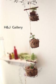 ☆ワイヤーアート*バスケットガーランド黒 Wire Crafts, Diy And Crafts, Ceramic Pots, Wire Art, Succulents Garden, Just Do It, Plant Hanger, Garden Art, Garland