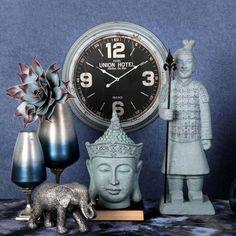 Μοντέρνα ή κλασικά, industrial ή vintage, ξύλινα ή μεταλλικά, πλαστικά ή γυάλινα... τα ρολόγια της συλλογής μας είναι ό,τι καλύτερο κυκλοφορεί στην αγορά! Το Ρολόι Τοίχου LOG525 αποτελεί ενδεικτικό παράδειγμα της εκλεκτής συλλογής μας. Πρόκειται για ένα μεταλλικό ρολόι με παλαιωμένη επιφάνεια, που δίνει την αίσθηση μίας πραγματικής αντίκας! Paris Hotels, Omega Watch, Vintage, Vintage Comics