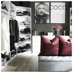 Trendy bedroom closet organization ideas walk in wardrobes Basement House, Basement Bedrooms, Closet Bedroom, Bedroom Decor, Black Bedroom Sets, Trendy Bedroom, Tumblr Rooms, My New Room, Sweet Home