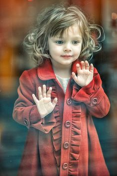 cute little girl's red coat Beautiful Children, Beautiful Babies, Beautiful People, Beautiful Pictures, Cool Baby, Baby Kind, Fashion Kids, Belle Photo, Children Photography