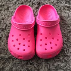 cda425ffd Shop Women s CROCS Pink size Shoes at a discounted price at Poshmark.