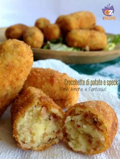 Crocchette di patate e speck - ricetta sfiziosa Arancini, Best Italian Recipes, Dessert Recipes, Desserts, Finger Foods, Food Porn, Food And Drink, Appetizers, Yummy Food