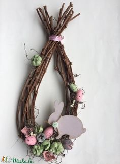 Like the shape of this. Use willow branches? Easter Crafts, Felt Crafts, Diy And Crafts, Crafts For Kids, Diy Osterschmuck, Nylon Flowers, Diy Easter Decorations, Diy Ostern, Easter Wreaths