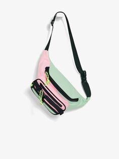 Belt bag in a combination of colors. Main and front compartments with zip closure with pull tab details. Adjustable strap with clip closure. Cute Backpacks For School, Girl Backpacks, Looks Academia, Bath N Body Works, Tumblr Outfits, Girls Bags, Backpack Purse, Cute Bags, My Bags
