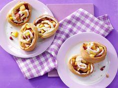 Teigschnecken mit Pfirsichen - und Cranberrys | Kalorien: 118 Kcal - Zeit: 35 Min. | http://eatsmarter.de/rezepte/teigschnecken-pfirsichen