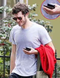 Adam Brody Wears Ring After Secretly Marrying Leighton Meester: Picture