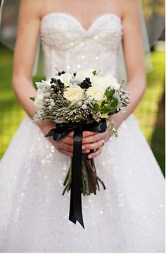 black and white bouquet #CapeResortsWeddings #NicoleMillerBridal