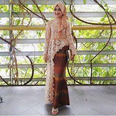 20 Foto Kebaya Cantik dan Elegan yang Bisa Kamu Contoh | IDN Times Kebaya Lace, Kebaya Hijab, Kebaya Dress, Kebaya Muslim, Muslim Dress, Heavy Dresses, Unique Dresses, Stylish Dresses, Hijab Dress Party