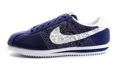 buy popular 9ebdd 584e0 Customized Nike Sneakers, Men s, Navy, Metallic Silver Bandana Print