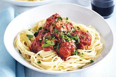 Alternative to mince. When you need dinner on the double, look no further than clever spaghetti with tuna balls - ready in just 20 minutes! Seafood Recipes, Pasta Recipes, Appetizer Recipes, Easy Family Dinners, Family Meals, Family Recipes, Lasagne Light, Tuna Balls Recipe, Great Recipes