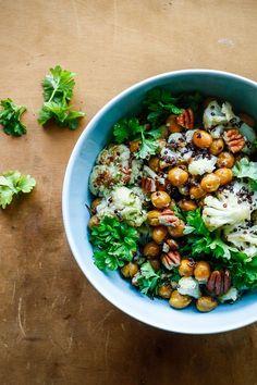 Bagte kikrter og blomkl i quinoasalat med jalapeno-lime dressing - vegetar mad - mad opskrifter