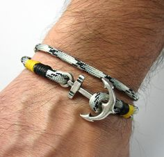 Paracord Bracelet Instructions, Paracord Bracelets, Bracelets For Men, Jewelry Bracelets, Men Accesories, Watches For Men, Mens Fashion, Male Hands, Gadgets