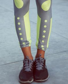 These neon sport haute leggings made by young British designers are beautiful! Loving the look, especially for fitness and running! Cute Athletic Outfits, Cute Gym Outfits, Athletic Wear, Sport Outfits, Casual Outfits, Fall Outfits, Summer Outfits, Sporty Chic, Sport Fashion